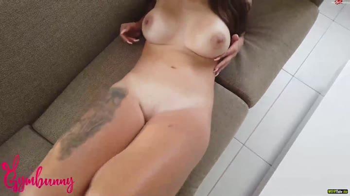 Nackt Und Feucht